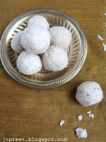 Aval Ladoo (Poha / Rice Flakes)