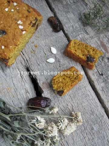 Pumpkin Oats Bread with Dates (Eggless)