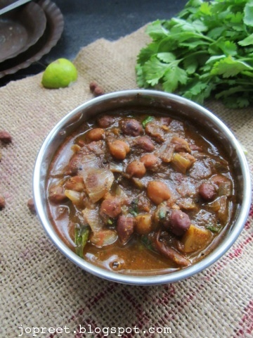 Malvani Vatana Usal (Black Channa Curry - Malvani Style)
