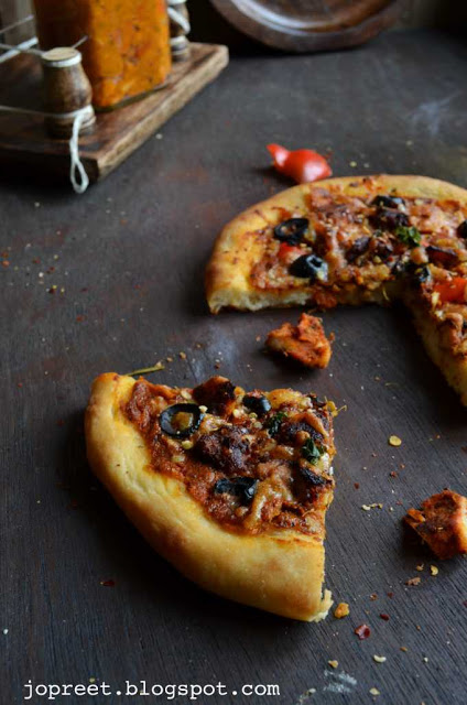 Chicken Tikka Pizza with Homemade Pizza Sauce