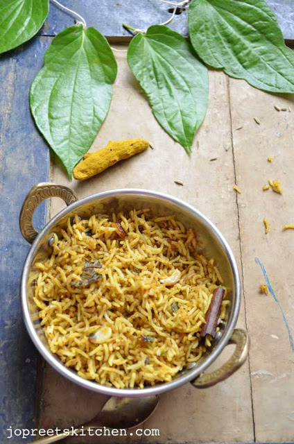 Vetrilai Poondu Saadam / Betel Leaves & Garlic Rice