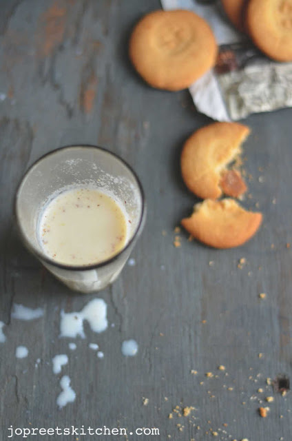 Apple, Dates & Flax Seeds Milkshake