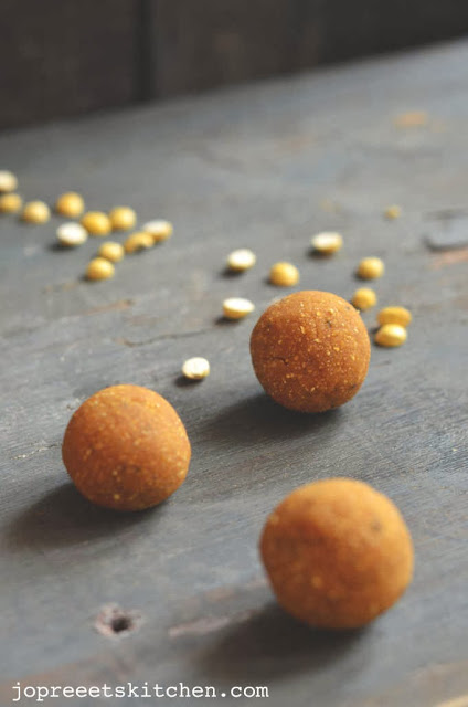 Roasted Gram / Pottu Kadalai Ladoo - Without Ghee